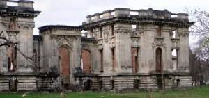 Micul Trianon de la Floreşti, un vis frumos ajuns ruine