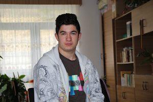 La 8 ani era abandonat de familie! La 18 ani, Andrei Voicu, de la Centrul de Plasament din Secăria, este șef de promoție și vrea să devină medic